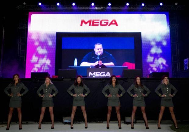 O criador do portal Megaupload, Kim Dotcom, durante o anúncio de seu novo serviço de compartilhamento de arquivos, o Mega (Foto: New Zealand Herald, Richard Robinso/AP)