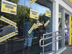 98% das agências permanecem fechadas em Roraima (Foto: Valéria Oliveira/ G1)