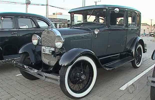 Ponta Grossa tem exposição de carros e caminhões antigos (Foto: Reprodução/RPC)