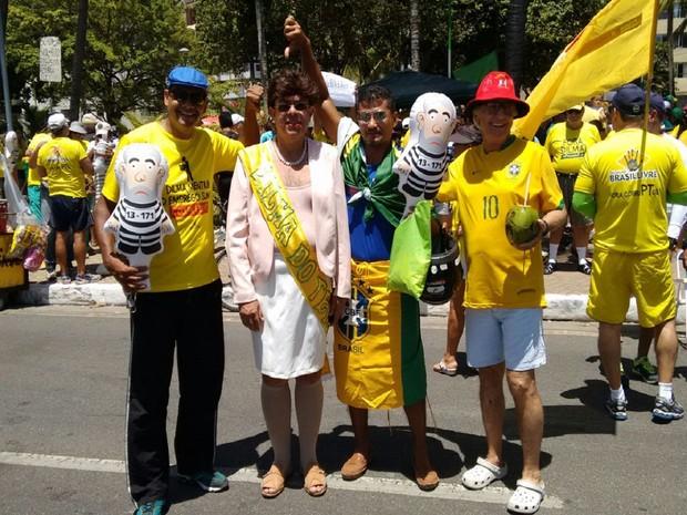 O médico Guilherme Pita foi ao protesto fantasiado de Dilma com o objetivo de dinamizar o ato (Foto: Karina Dantas/G1)