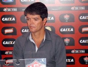 Felipe Ximenes; Vitória (Foto: Thiago Pereira)