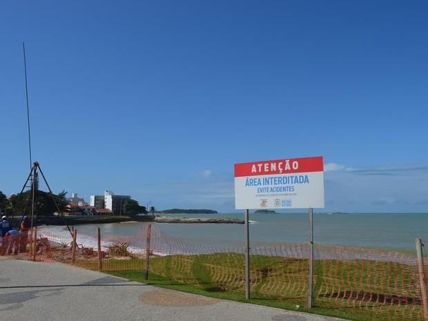 Trecho está interditado na orla da Praia da Tartaruga (Foto: Maurício Rocha / Divulgação)