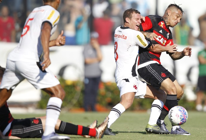 Guerrero acerta cotovelada em Marcelo Mattos (Foto: Gilvan de Souza/site oficial do Flamengo)