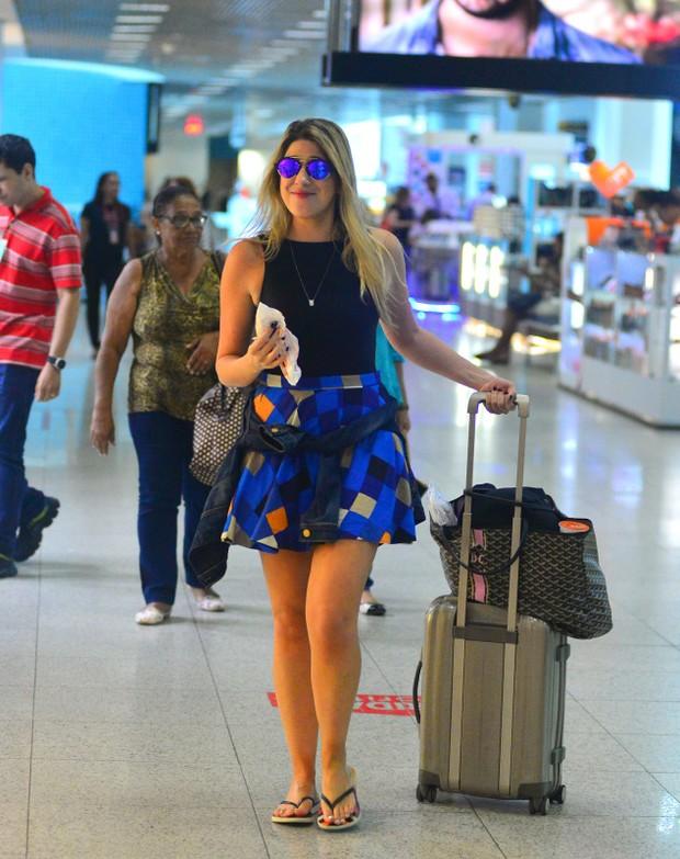 Dani Calabresa embarca no aeroporto Santos Dumont (Foto: AgNews  / AgNews)