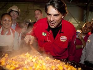 O chef Olivier Anquier participa da Queima do Alho em 2012 na Festa do Peão de Americana (Foto: Divulgação/ Clube dos Cavaleiros de Americana)