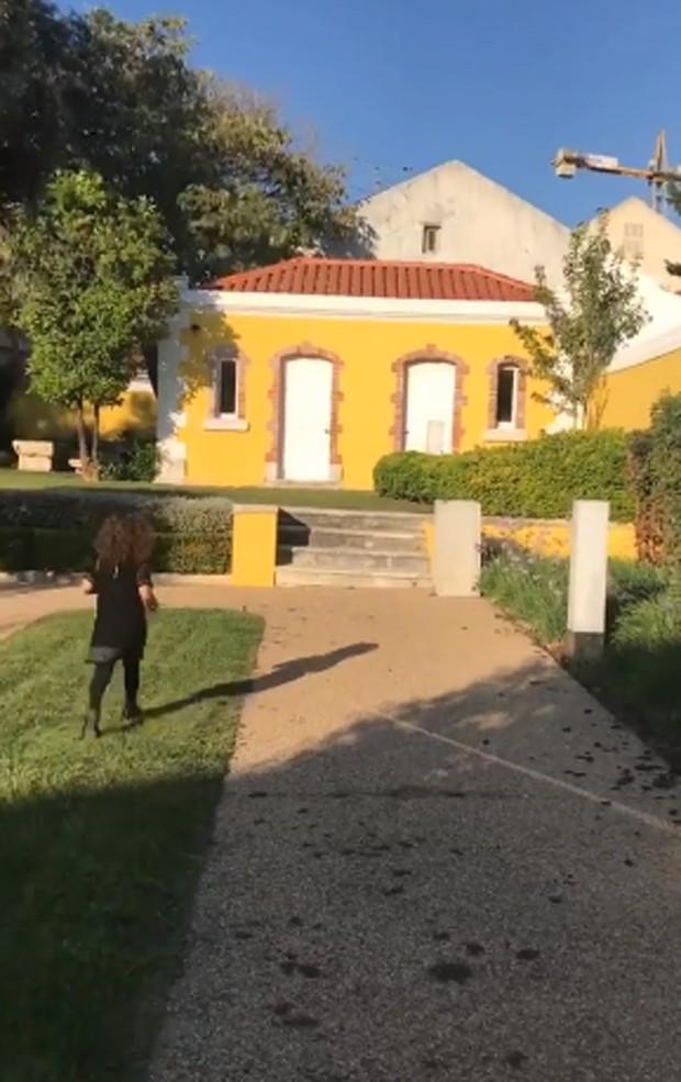 Minna em Portugal (Foto: Reprodução)