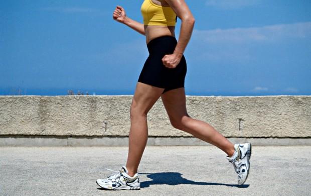 Mulher caminhando euatleta (Foto: Getty Images)