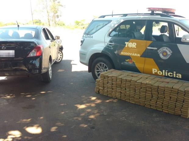 Maconha apreendida pela polícia em Santópolis do Aguapeí (Foto: Divulgação/Polícia Rodoviária)