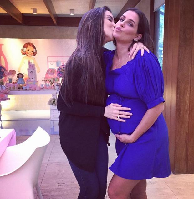 Deborah Secco e amiga (Foto: Reprodução/Instagram)