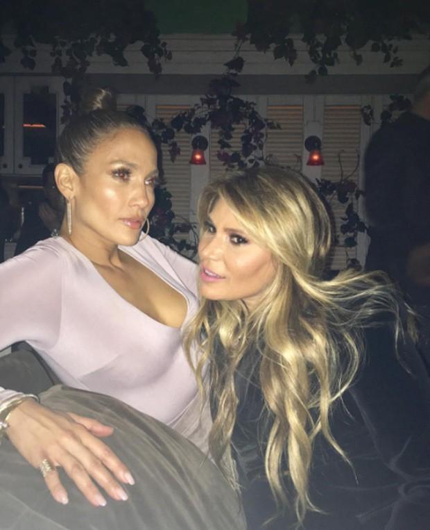 Jennifer Lopez e amiga (Foto: Reprodução/Instagram)