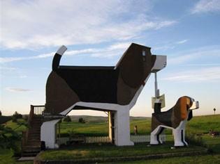 Hotel Dog Bark Park Inn, construído dentro de um cachorro de madeira, em Idaho, Estados Unidos (Foto: Divulgação)