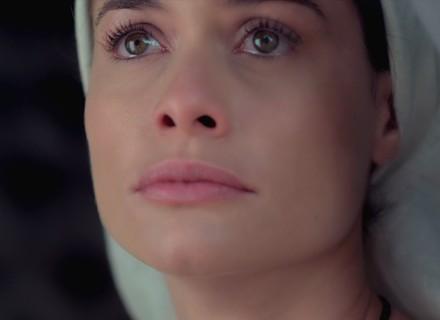 Antes de fazer votos, Lívia chora ao ver Felipe e Melissa juntos