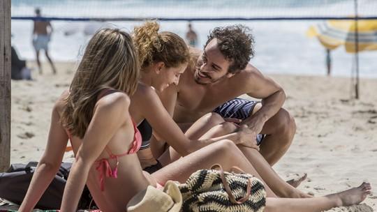 Simone desconfia que Ivana nunca beijou na boca