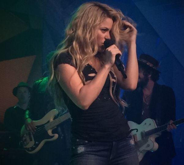 Shakira dança no palco do Fantástico.  (Foto: Leandro Cavalcanti/TV Globo)