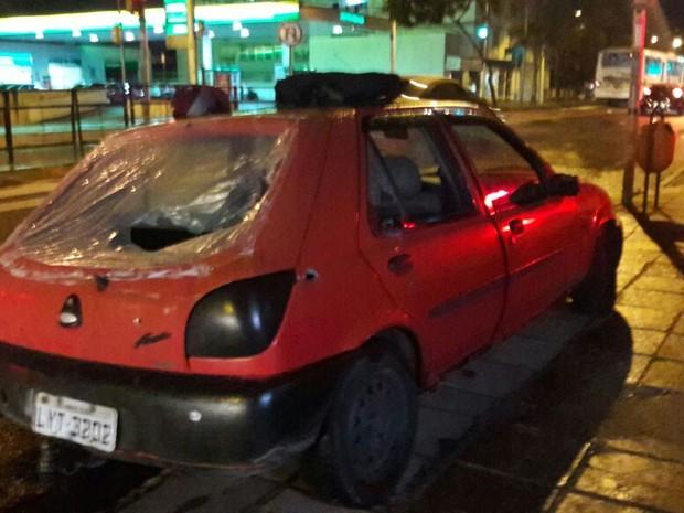 Polícia conseguiu apreendeu carro utilizado por assaltantes (Foto: Zete Padilha/RBS TV)