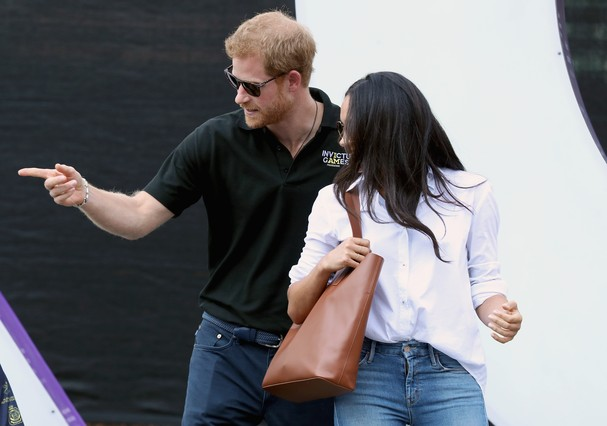 TORONTO, ON - SEPTEMBER 25:  Prince Harry (R) and Meghan Markle (L) attend a Wheelchair Tennis match during the Invictus Games 2017 at Nathan Philips Square on September 25, 2017 in Toronto, Canada  (Photo by Chris Jackson/Getty Images for the Invictus Ga (Foto: Getty Images for the Invictus Games Foundation)