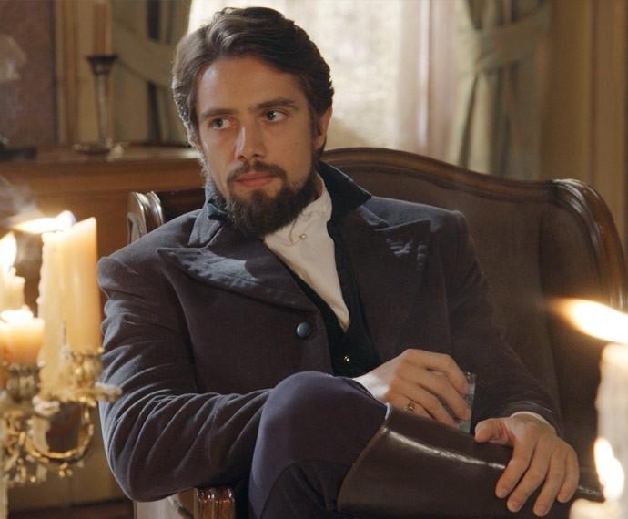 Felipe fica visivelmente tenso com o teor da conversa (Foto: TV Globo)