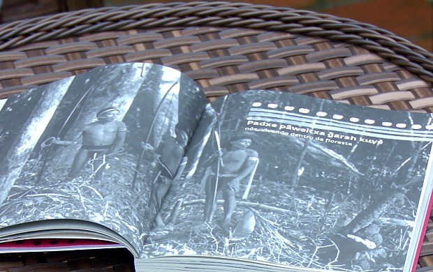 Livro 'Histórias do Começo e do fim do Mundo, o Contato do Povo Paiter Suruí' é lançado em Cacoal (Foto: Bom Dia Amazônia)