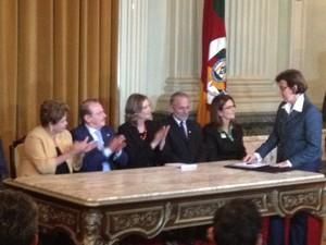Presidente Dilma Rousseff Palácio Piratini assinatura de contrato (Foto: Vinícius Rebello/G1)