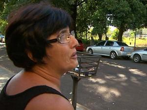 Moradora se diz indignada com situação (Foto: Alexandre Sá/EPTV)