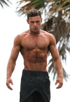 Zac Efron revela segredo para corpo supermusculoso: veja dieta e treino