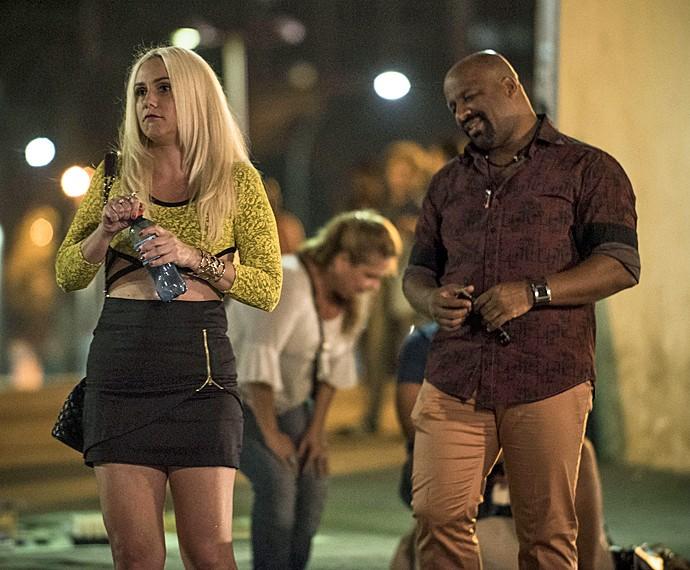 Aline Fanju e Ailton Graça em cena de 'Totalmente Demais' (Foto: Raphael Dias/ Gshow)