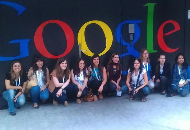 Larissa (a quarta da esquerda para a direita) entre as demais bolsistas selecionadas pela Google, na Suíça (Foto: Arquivo pessoal)