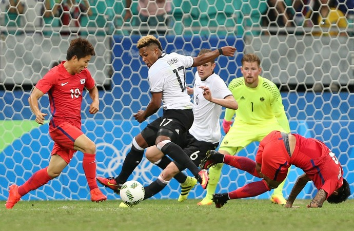 Seungwood Ryu Erick Gnabry Coreia x Alemanha (Foto: Reuters)