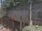 Trecho de estrada é 'engolido' durante chuva e cratera se abre em Vinhedo