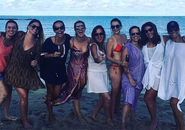 As amigas que prepararam o casamento surpresa de Christiane Pelajo (Foto: Reprodução/Instagram)