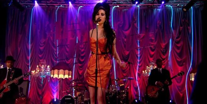 Amy Winehouse em show no Porchester Hall em Londres (Foto: Divulgao)