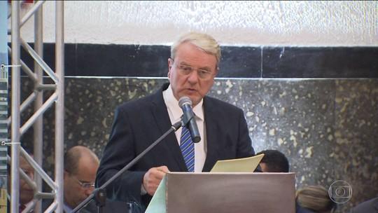 Em meio à crise, prefeitos tomam posse prometendo cortar gastos