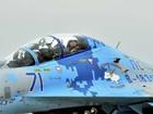 Poroshenko voa em caça-bombardeiro ante as câmeras