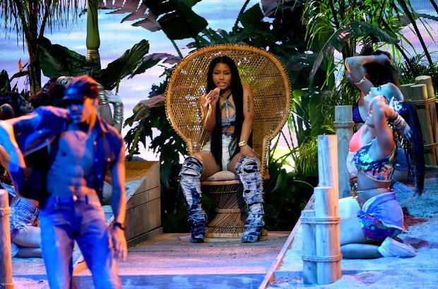 Nicki Minaj faz performance no AMAs (Foto: AFP)