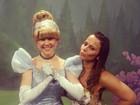 Viviane Araújo posa com princesas da Disney
