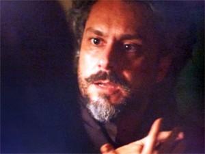 Comendador fica em choque com revelação de Cora (Foto: Gshow / TV Globo)