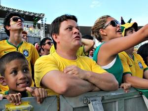 Torcedores se desesperaram com gols perdidos  (Foto: Camila Henriques/G1)