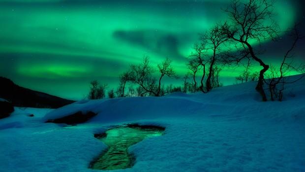 """O norueguês Arild Heitmann ficou com a segunda colocação na categoria """"Terra e Espaço"""" por sua imagem Mundo Verde. A aurora boreal, aqui fotografada em Nordland Fylke, na Noruega, é provocada por mudanças no campo magnético terrestre. (Foto: Arild Heitmann)"""