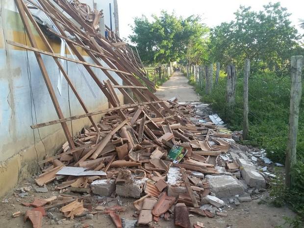 Desabamento em escola não deixou feridos (Foto: Ronildo Brito/Teixeira News)
