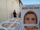 Andressa Urach distribui seus livros e dá palestra em presídio feminino