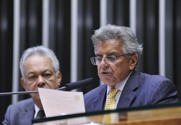 Beto Mansur começa a ler relatório aprovado na comissão de impeachment (Foto: Luis Macedo/ Câmara dos Deputados)