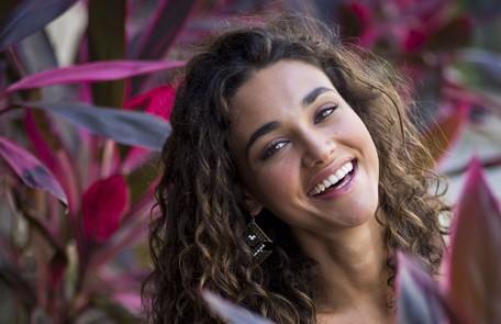 Em 'Flor do Caribe', Débora Nascimento interpreta Taís, a melhor amiga de Ester (Grazi Massafera) Paula Giolito
