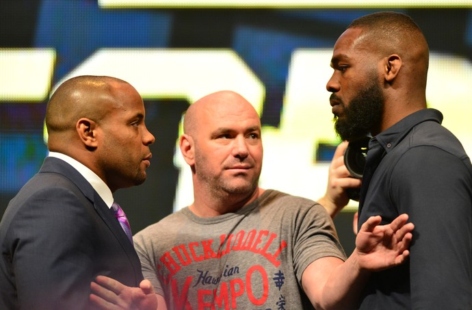Encarada Daniel Cormier Jon Jones coletiva UFC (Foto: Jason Silva)