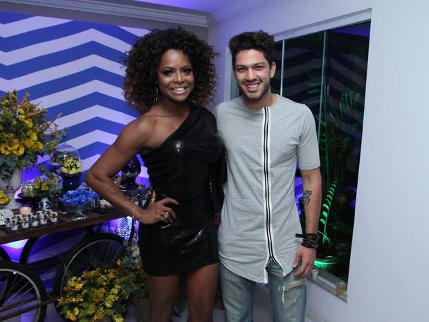 Adriana Bombom e o ex-BBB Luiz Felipe em festa na Zona Oeste do Rio (Foto: Marcos Ferreira/ Brazil News)