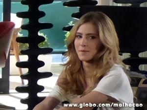 Sofia espera que Caetano acabe com a alegria de Ben e Anita (Foto: Malhação/ TV Globo)