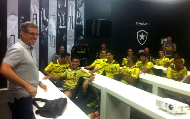 Oswaldo de Oliveira com os jogadores do Botafogo (Foto: Assessoria / BFR)
