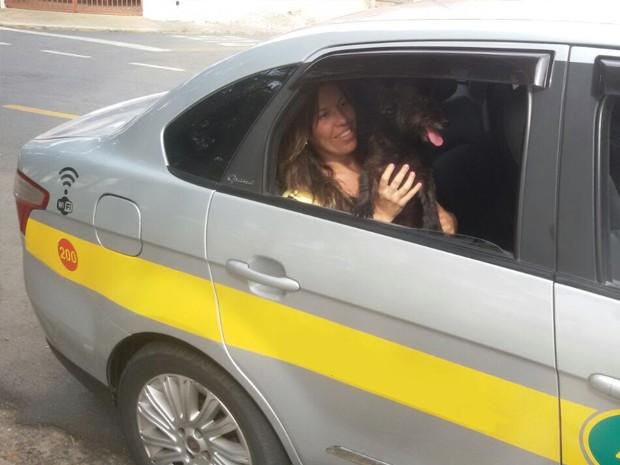 Thaís Oliveira Gama chama o táxi sempre que Bibi tem um compromisso (Foto: Arquivo pessoal)