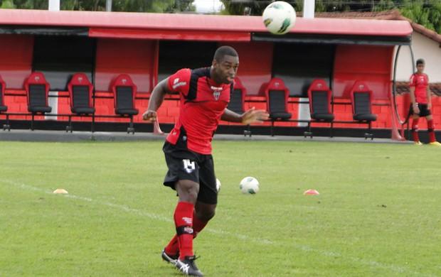 Gustavo, zagueiro do Atlético-GO (Foto: Divulgação/Site Oficial do Atlético-GO)