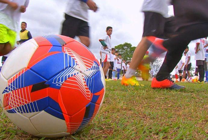 Campos dos Baixinhos é a escolinha de futebol de Buri (Foto: Reprodução / TV TEM)