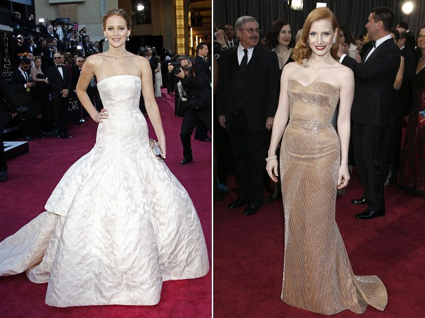 Jennifer Lawrence e Jessica Chastain no tapete vermelho do Oscar 2013 (Foto: AP)